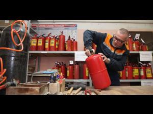 Осуществляем перезарядку и ремонт порошковых и углекислотных огнетушителей